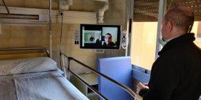 Creació d'un sistema de videotrucades per possibilitar el contacte entre pacients i familiars